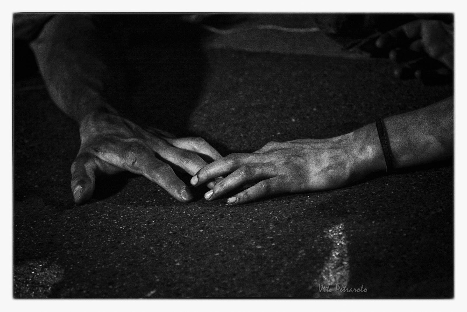i poveri e le mani